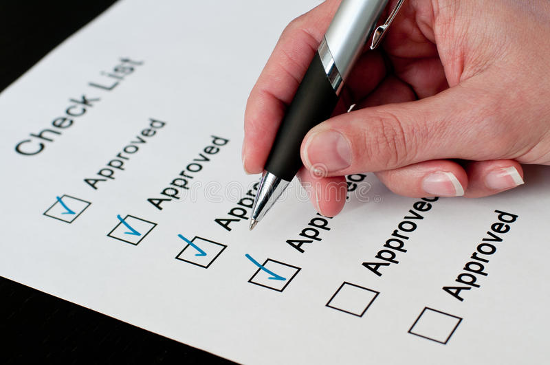 Genehmigt auf Checkliste lizenzfreie stockfotos
