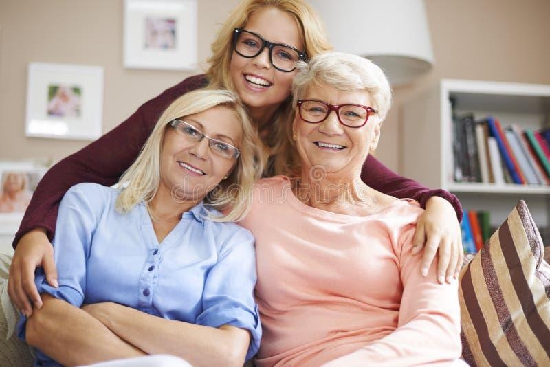 Generación tres de mujeres con los vidrios foto de archivo libre de regalías