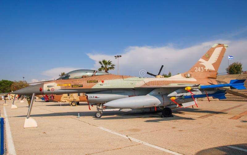 General Dynamics F-16A Netz indicou no museu israelita da força aérea imagens de stock royalty free