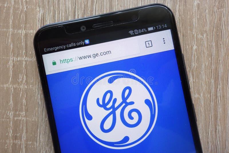 General Electric website som visas på en modern smartphone arkivbilder