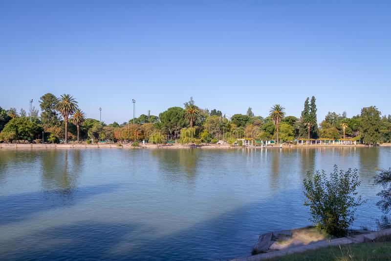 General San Martin Park Lake - Mendoza, la Argentina foto de archivo