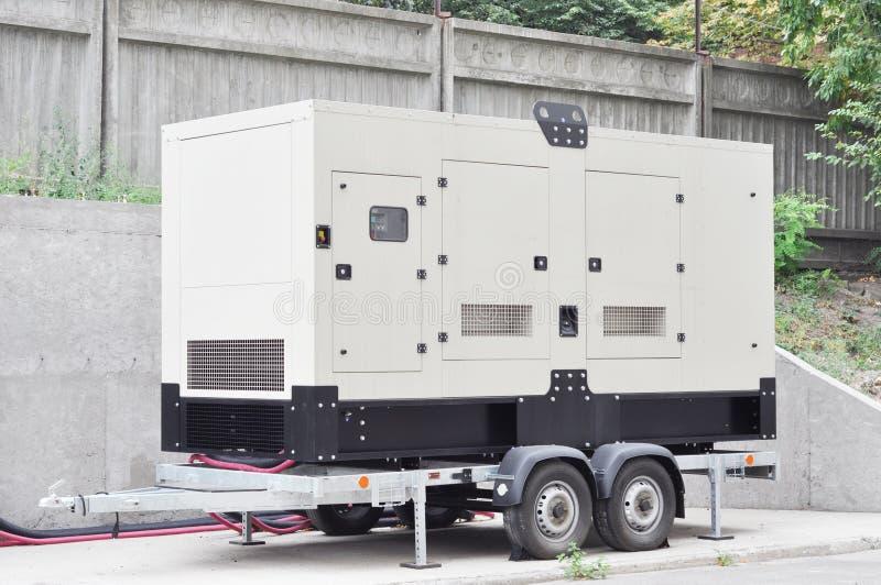 Generator för säkerhetskopiering på släpfordonet Generator för mobil säkerhetskopiering Reservgenerator - Strömförsörjning utomhu arkivbilder