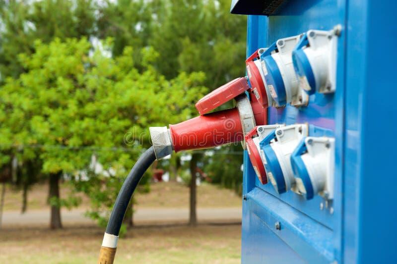 Generator in openlucht met stoppen in afzet stock afbeeldingen