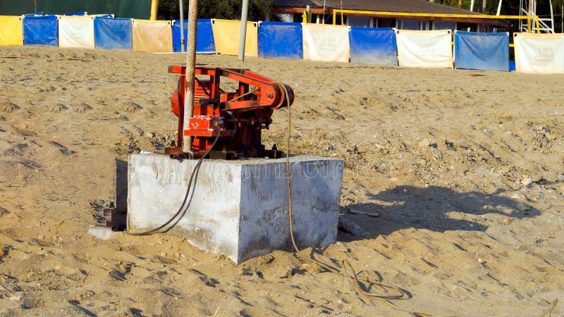 generatore a benzina sulla spiaggia fotografia stock