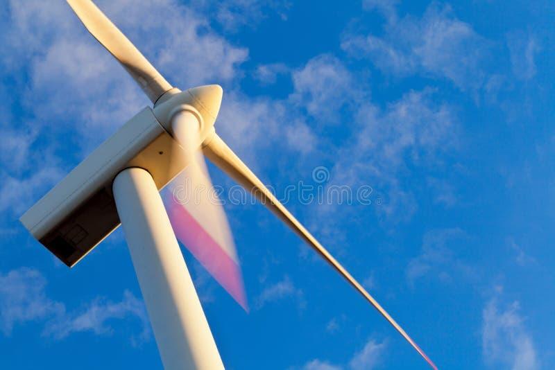 Generatore di potenza del mulino a vento fotografia stock