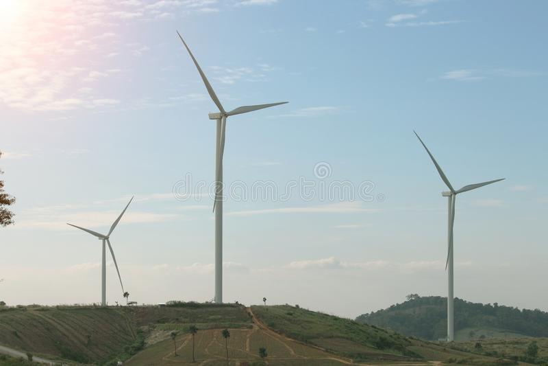 Generatore eolico producendo energia alternativa immagine stock