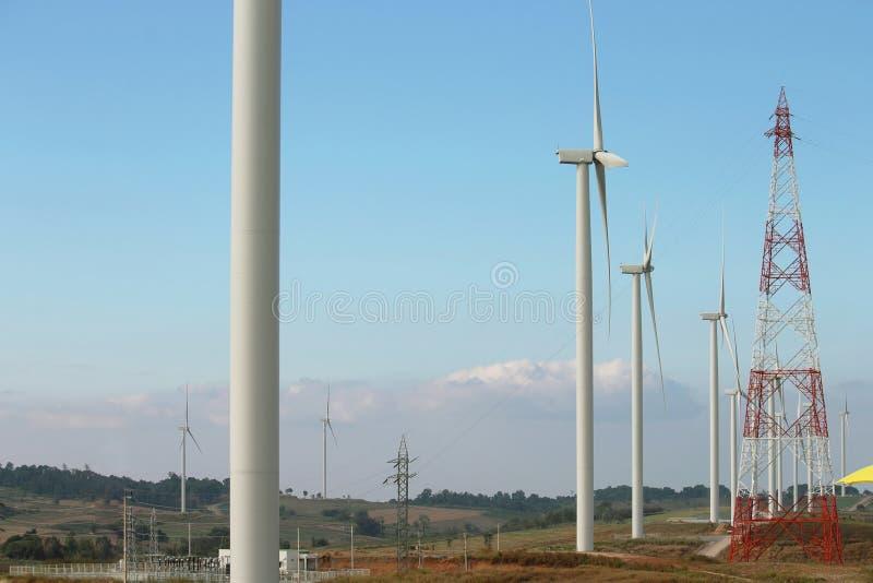 Generatore eolico producendo energia alternativa fotografia stock libera da diritti