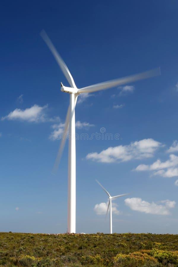 Generatori eolici di elettricità immagini stock libere da diritti