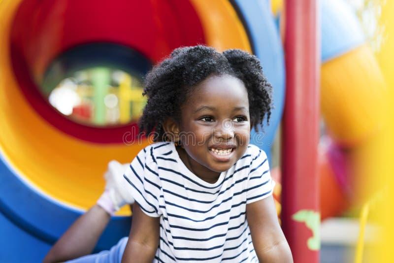 Generazione del bambino del bambino della ragazza di origine africana immagini stock