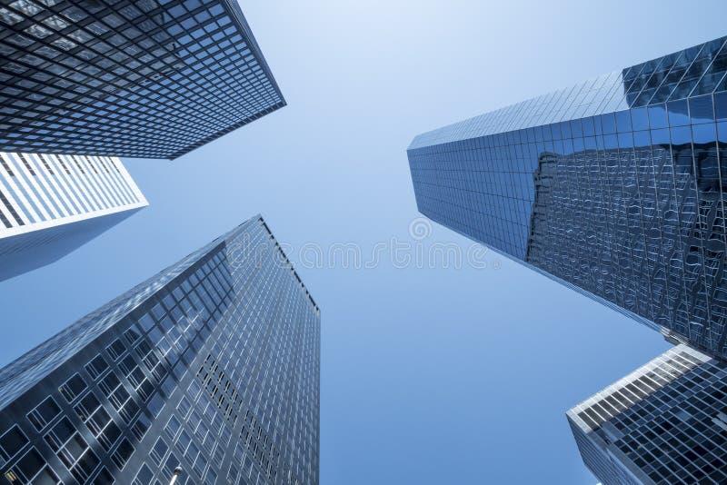 Generische samenvatting van nieuwe stadswolkenkrabbers stock afbeelding