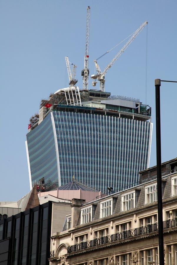 Generische wolkenkrabberbouw in Londen, Engeland De bureaubouw ontwikkeling royalty-vrije stock afbeeldingen