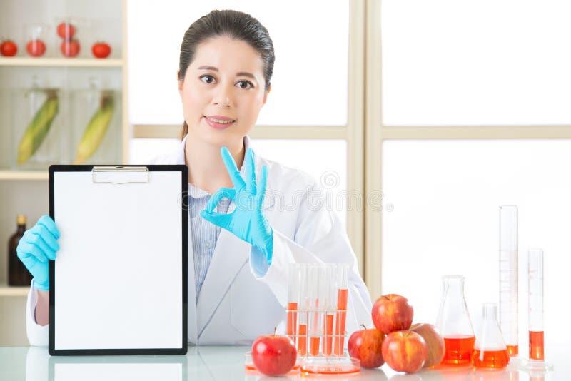 Genetyczna modyfikacja egzamininuje rezultat jest ok dla zdrowie ludzkie zdjęcie royalty free