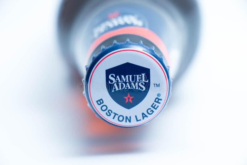 Geneva/Schweiz - 10 06 2018: Brun flaska av slut för Samuel Adams Boston lageröl upp arkivfoto