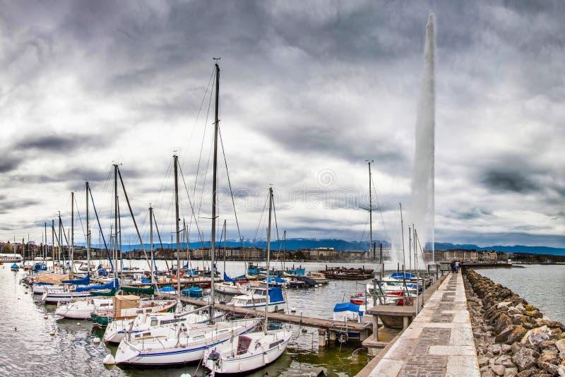 Geneva See-Frontseite - Jachthafen und Jeat d'Eau lizenzfreies stockfoto