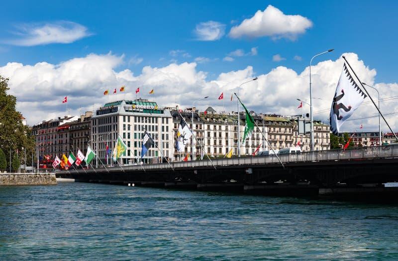 Geneve, Ελβετία - 3 Αυγούστου 2012: άποψη του σύγχρονου αναχώματος στοκ εικόνες