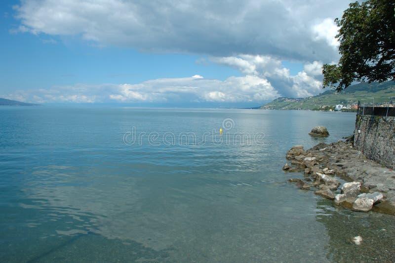 Geneve sjökust i La Turnera-de-Peilz i Schweiz fotografering för bildbyråer