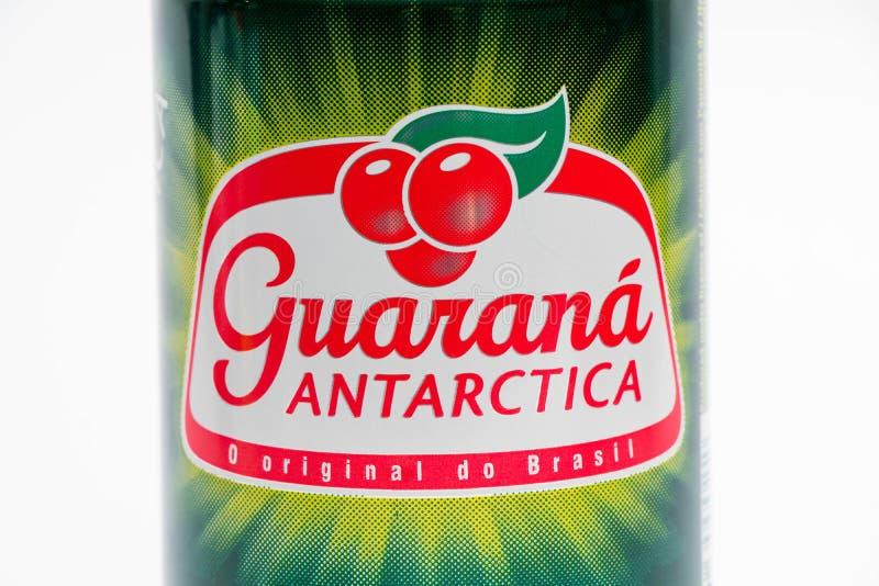 Genewa/switzerland-27 06 18: Może energetyczny napoju guarana Antarctica fotografia royalty free
