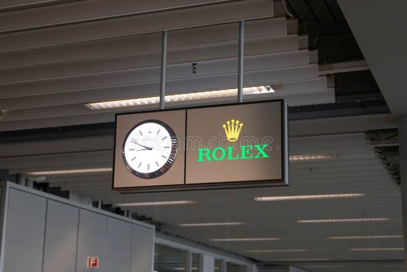 Genewa/switzerland-01 09 18: Rolex zegarowego zegarka logo w Geneva lotnisku zdjęcie stock