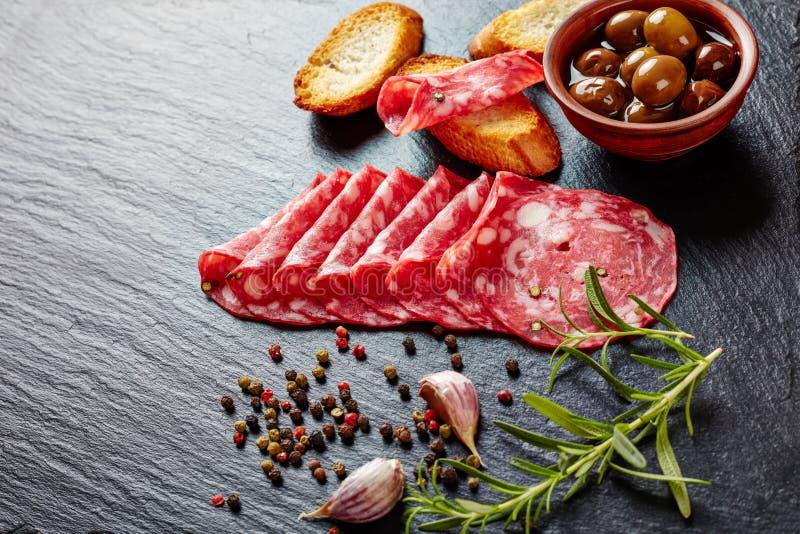 Genezen close-up van Spaanse droog salchichon royalty-vrije stock afbeeldingen