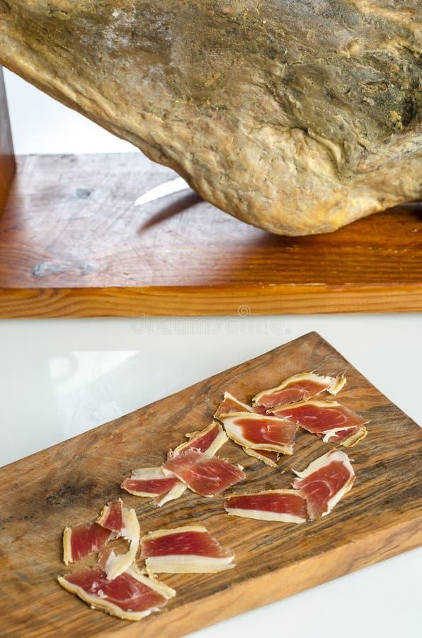 Genezen Iberisch hambeen, bellotaham Gastronomisch Spaans voedsel stock fotografie