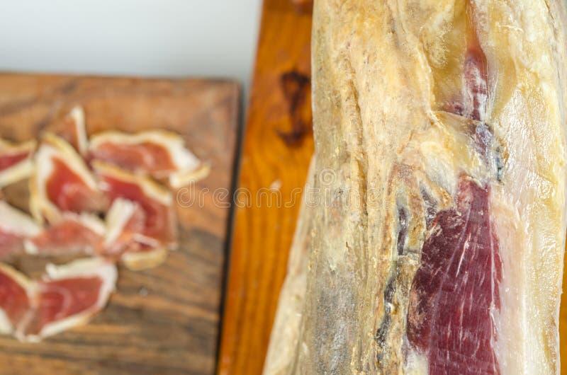 Genezen Iberisch hambeen, bellotaham Gastronomisch Spaans voedsel royalty-vrije stock foto