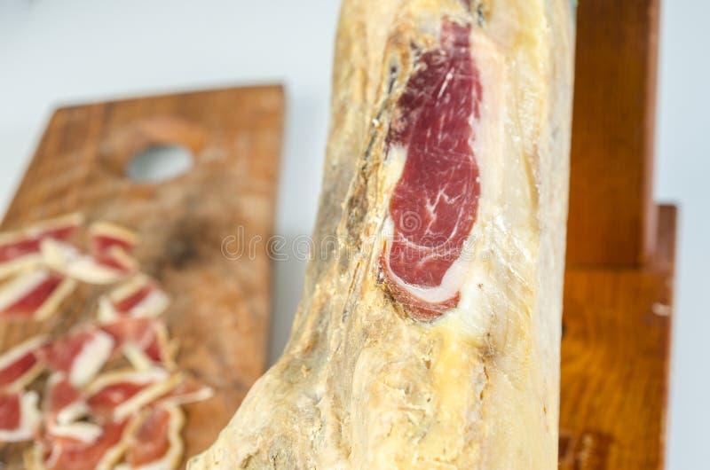 Genezen Iberisch hambeen, bellotaham Gastronomisch Spaans voedsel stock foto's