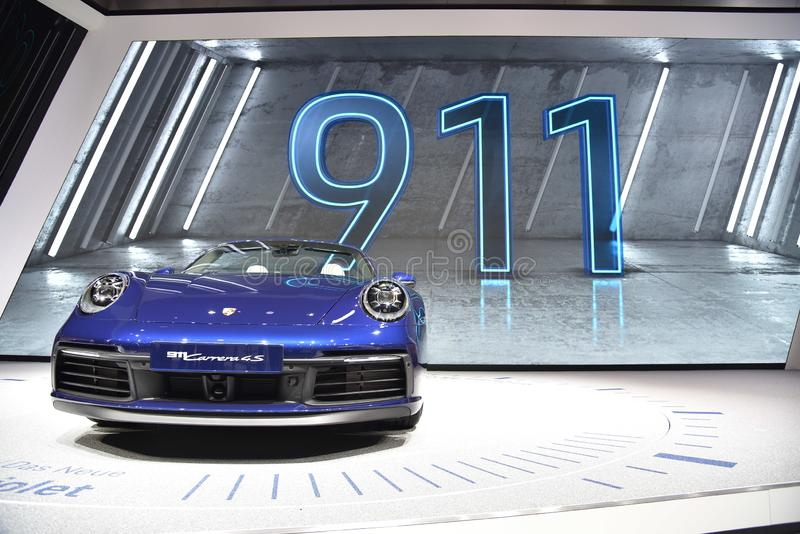 Genf, die Schweiz - 5. März 2019: Cabrioletauto Porsches 911 Carrera 4s stellte an der 89. Genf-Internationalen Automobilausstell lizenzfreie stockfotografie