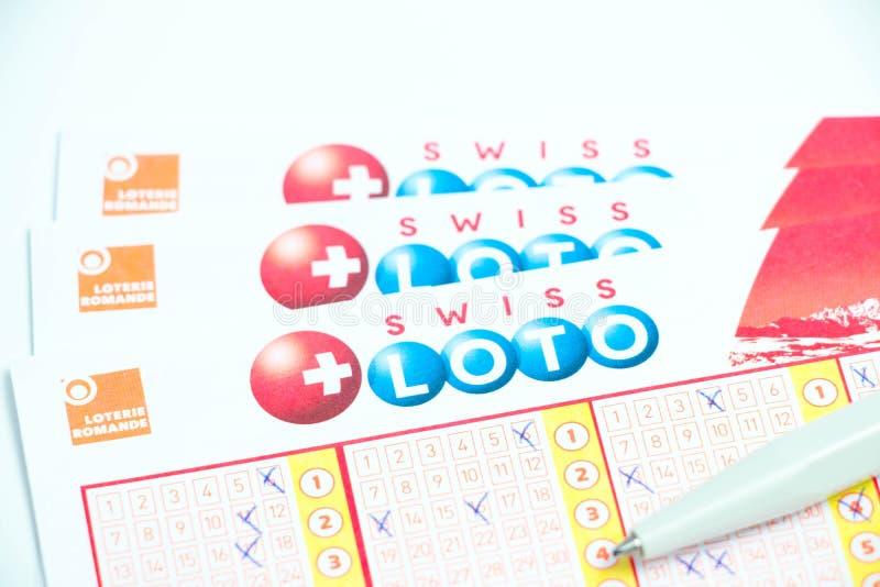 Genf/Switzerland-09 12 18: Schweizer loto Kartenblattpapierlotterie-Spielgeld stockfotografie