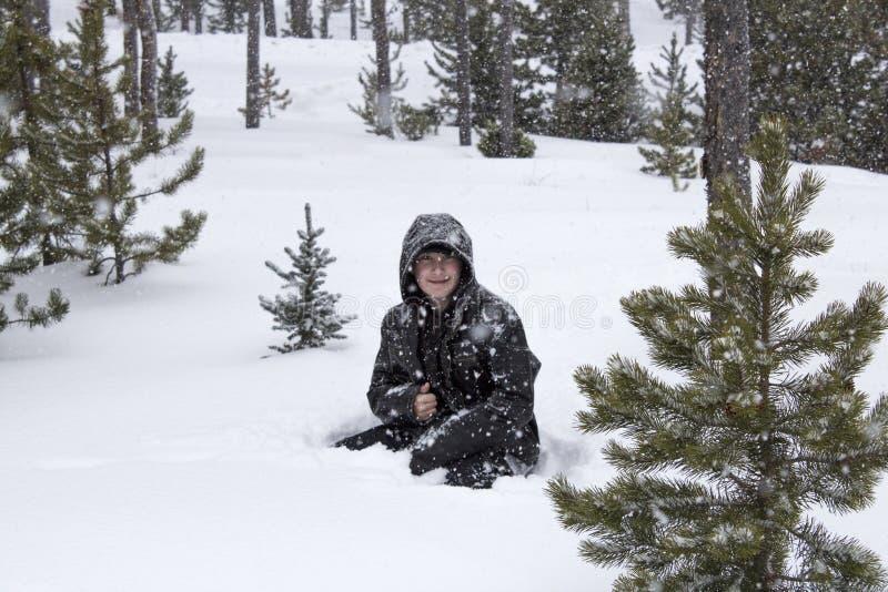 Genießen des Schnees stockfoto