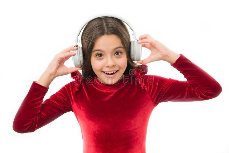 Genießen seiner Lieblingsmusik Der Tag der glückliche Kinder Kindermode und -schönheit Kindheit und Glück kleines Mädchen im Rot stockbild