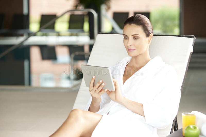 Genießen Sie Badekurorttag lizenzfreies stockbild
