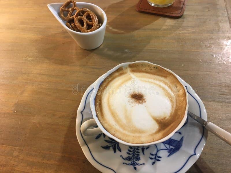 Genießen Sie den Kaffee stockfotografie