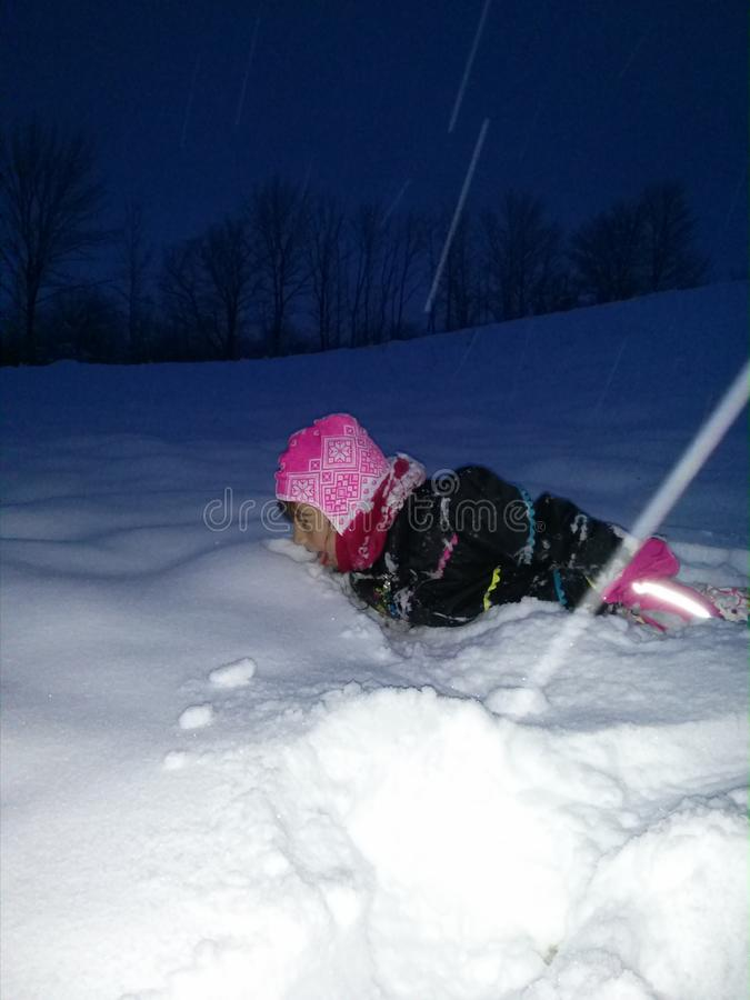 Genießen Sie den weißen Schnee stockfotografie