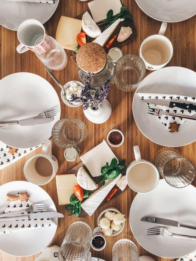 Genießen Sie Wochenenden mit Ihrer brunching Familie stockfotos