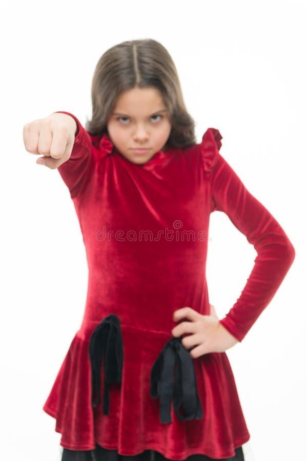 Genio fuerte El amenazar con ataque físico Embroma concepto de la agresión Muchacha agresiva que amenaza batirle imágenes de archivo libres de regalías