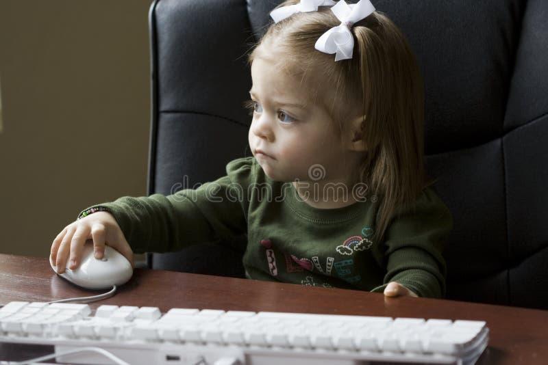 Genio joven del ordenador fotografía de archivo libre de regalías