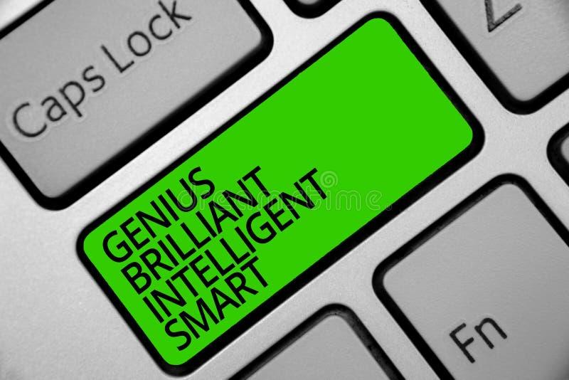 Genio Smart inteligente brillante del texto de la escritura Concepto que significa la llave brillante lista Inten del verde del t imagenes de archivo