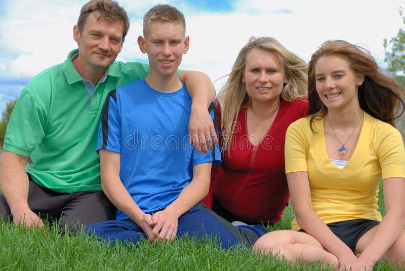 Genitori con gli anni dell'adolescenza fotografia stock