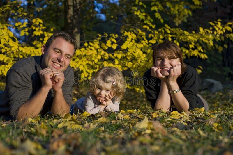 Genitori e bambina felici immagine stock