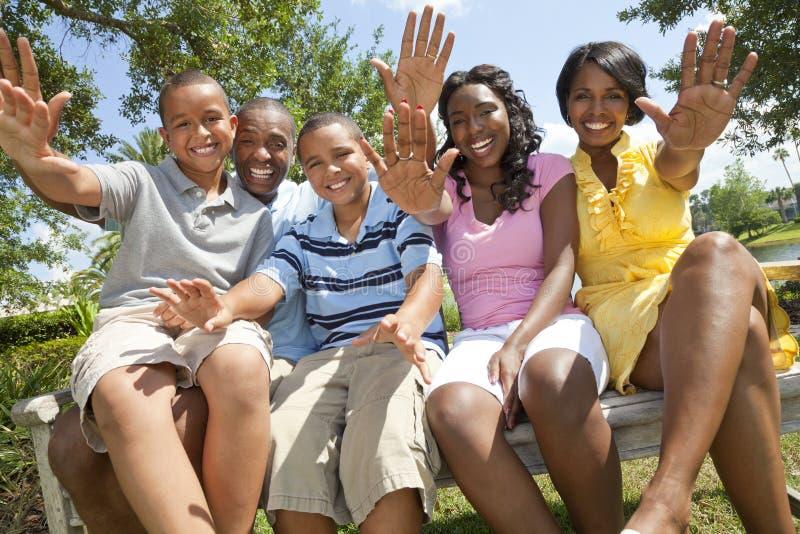 Genitori e bambini della famiglia dell'afroamericano fotografia stock
