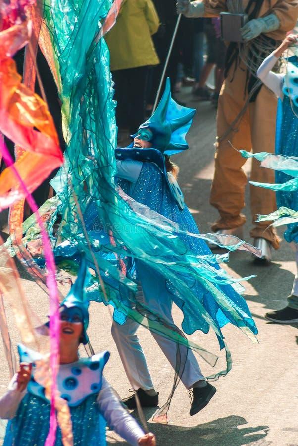 Genk, B?lgica - 1 de mayo de 2019: Participantes del O-desfile anual imagenes de archivo