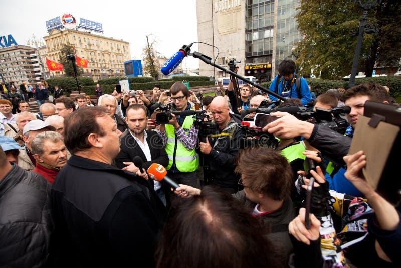 Gennady Gudkov parla ad una protesta di anti-Putin fotografie stock libere da diritti
