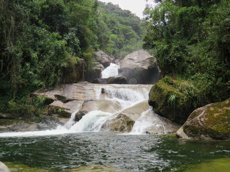 7 gennaio 2016, Itatiaia, Rio de Janeiro, Brasile, bella cascata di Itaporani in mezzo alla foresta del cittadino di Itatiaia immagini stock