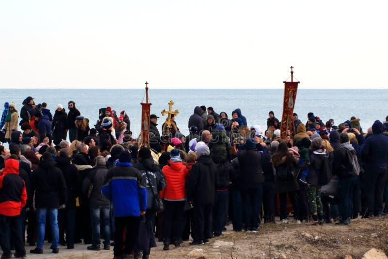 6 gennaio 2019 spiaggia di Varna della processione di giorno di epifania fotografia stock