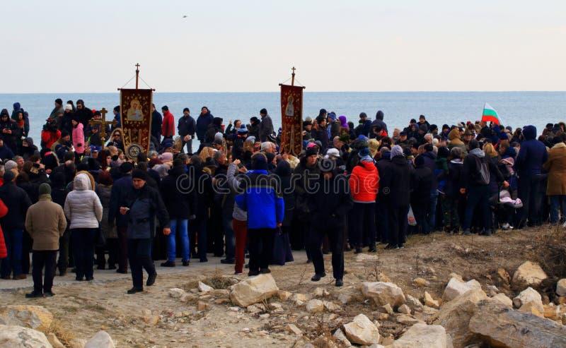 6 gennaio 2019 spiaggia di Varna della processione di giorno di epifania fotografie stock
