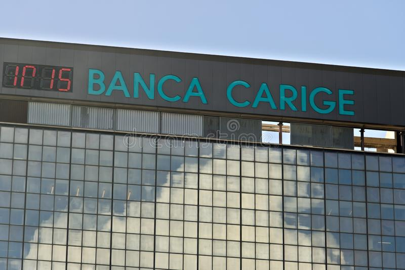 genoa Banca Carige som annonserar tecknet Genoa Brignole royaltyfri bild