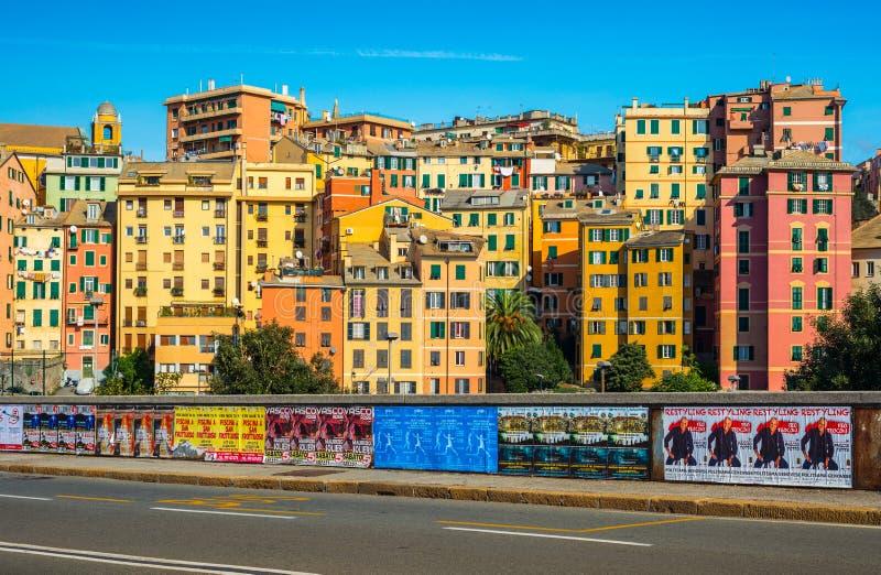 Genoa Genova, Italia: Case colorate nello stile tradizionale di architettura fotografie stock libere da diritti