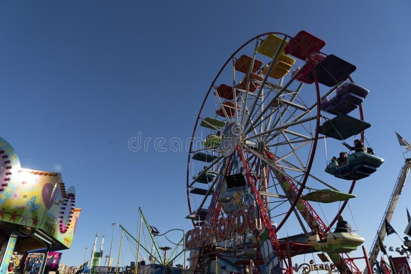 GENOA, ITÁLIA - DEZEMBRO, 9 2018 - Natal tradicional Luna Park Fun Fair é aberto fotos de stock