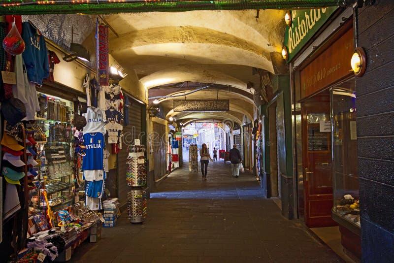 Genoa Italy, arcada medieval de Sottoripa da cidade velha foto de stock