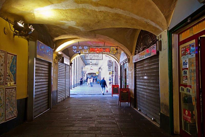 Genoa Italy, arcada medieval de Sottoripa da cidade velha fotos de stock royalty free